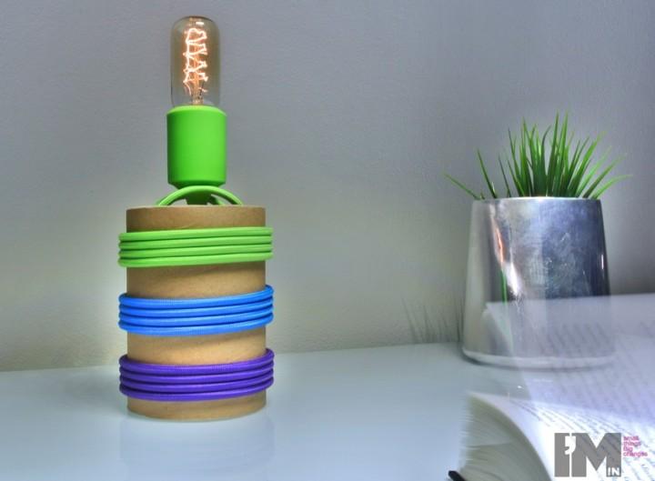 Kable w oplocie - lampa z kartonu