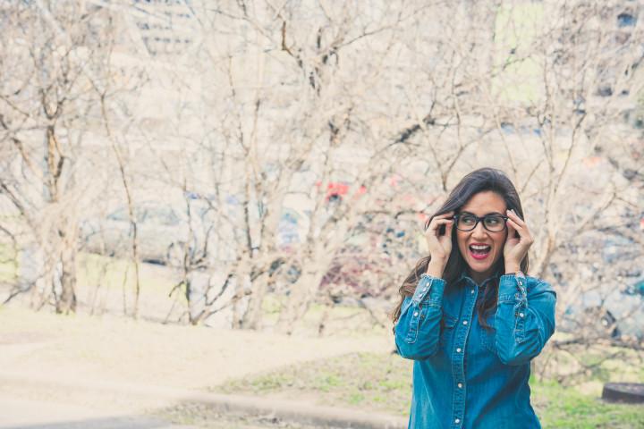 kobieta w okularach - producent okularów American Way