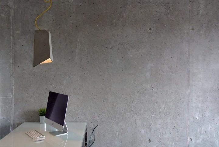 betonowa lampa w pokoju. Imindesign