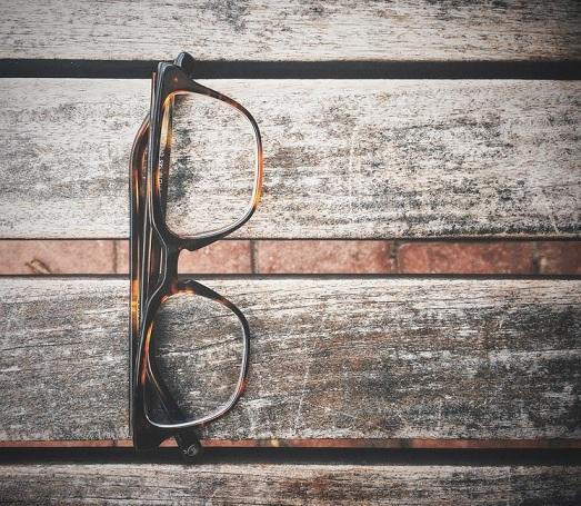 Dystrybutor okularów przeciwsłonecznych - American Way
