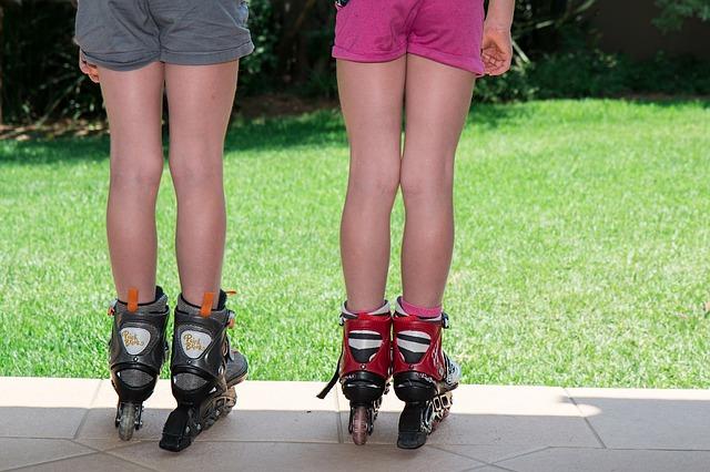Rolki dla dzieci to pomysł na zabawę na podwórku