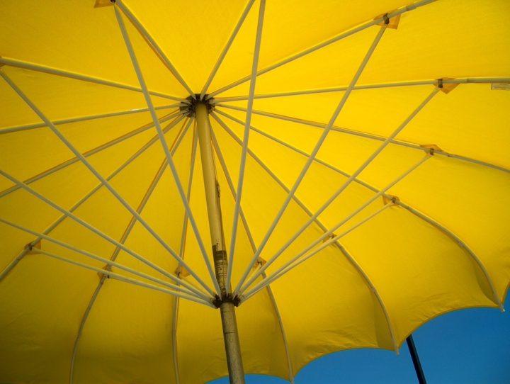 Żółte parasole reklamowe. Litex