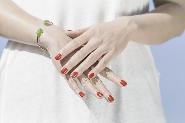 Piękne dłonie mogą być Twoją wizytówką - pielęgnacja dłoni Kraków
