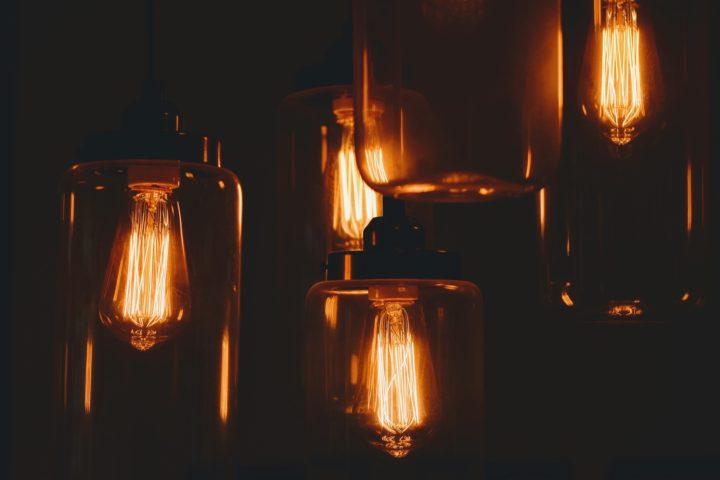 lampy w sepii