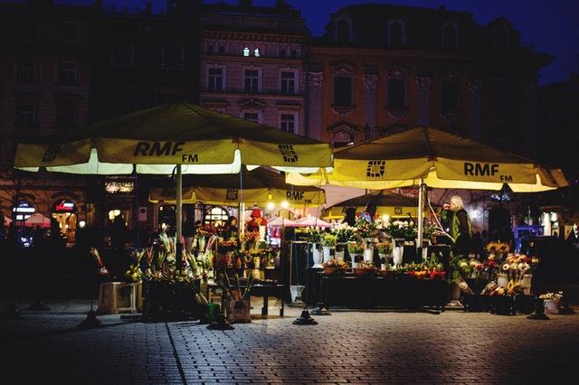 Parasole gastronomiczne na krakowskim rynku