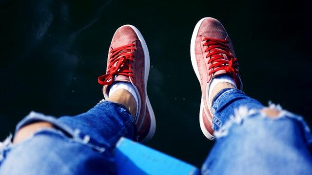 Czerwone tanie buty sportowe