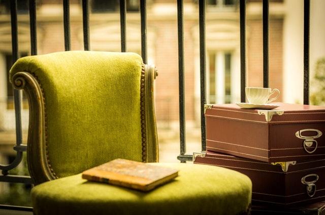 zielony fotel pokojowy