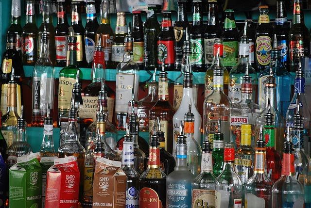 półka z alkoholem do gier imprezowych