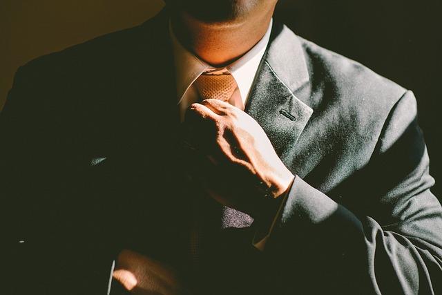 Krawaty z mikrofibry podkreślą elegancki charakter stroju