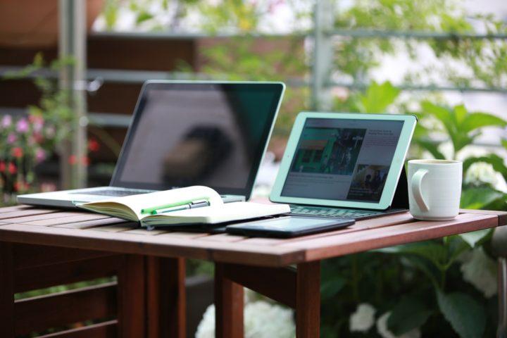top 10 najlepsze laptopy do 2000 zł stanowisko pracy