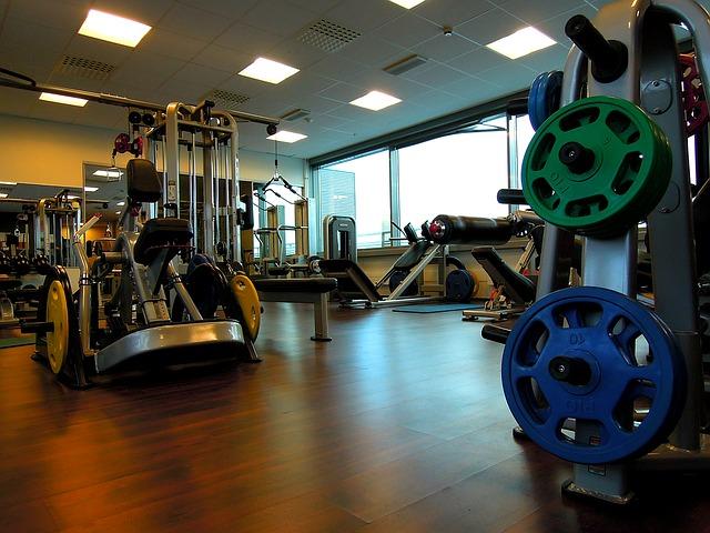 najlepsze atlasy treningowe na siłowni