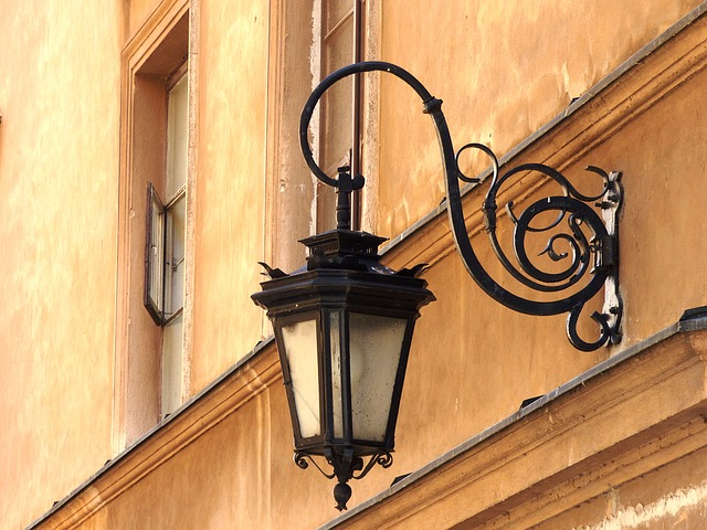 lampy żeliwne