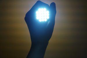 Postaw na montaż oświetlenia LED, a zaoszczędzisz sobie wiele czasu