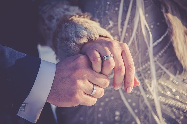Paznokcie Pani Młodej w dniu ślubu