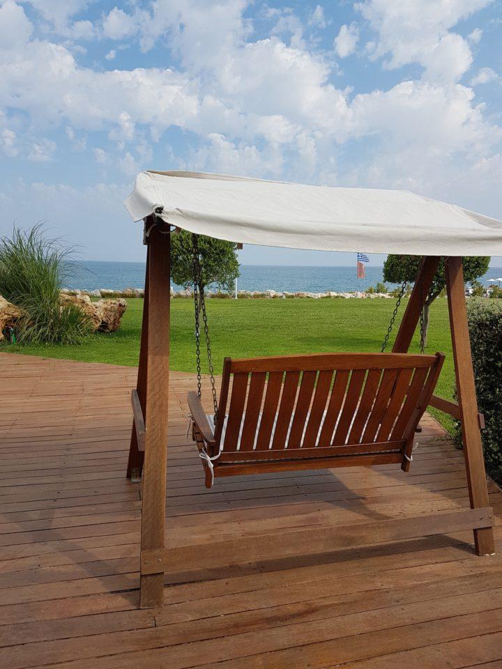 Najlepsze huśtawki ogrodowe umożliwiają odpoczynek domownikom.