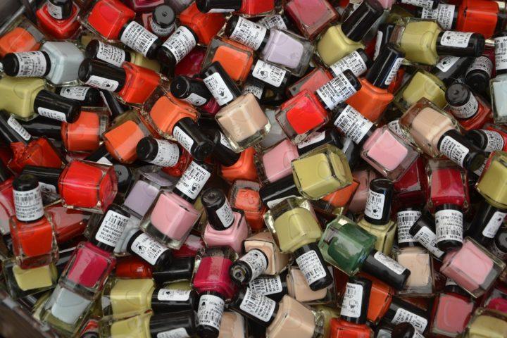 Lakier do paznokci peel-off - rewolucja w branży kosmetycznej