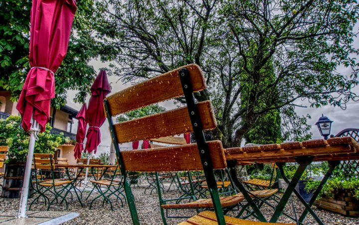 zdjęcie parasola ogrodowego