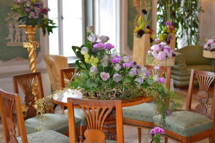 Kompozycje kwiatowe na stół - gwarancja pięknego wnętrza