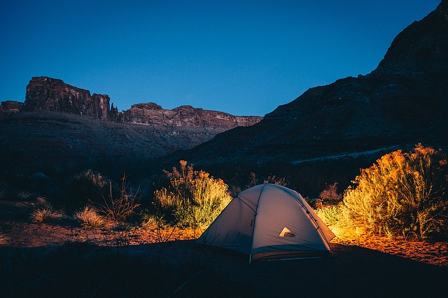 Śpiwory turystyczne - must have Twojego campingu