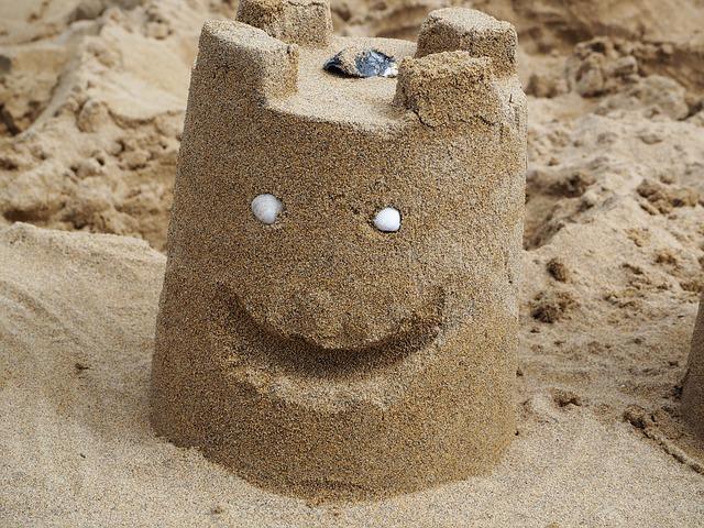 Zabawki na plażę pozwolą dzieciom rozwinąć wyobraźnię