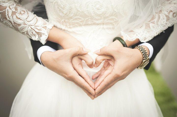 Sukienka na ślub nie musi być biała, ani długa