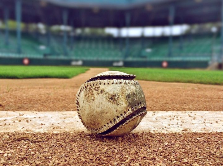 Baseballówki swój początek mają właśnie na boisku, a dziś podbijają miejskie ulice