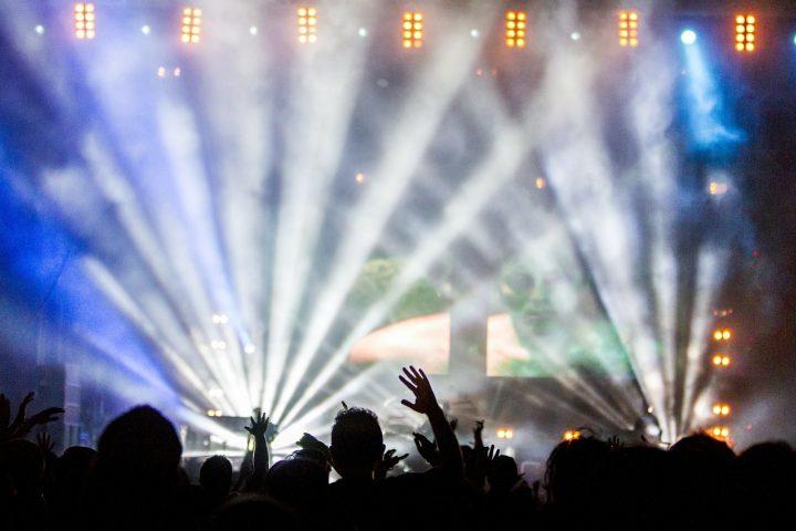 Banery reklamowe z włókniny świetnie sprawdzą się na koncertach