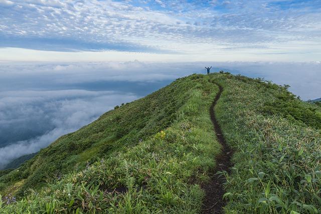 Kije trekkingowe pomogą dojść dalej.