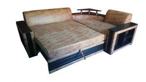 Narożniki z funkcją spania wyposażone są w wygodny mechanizm składania.