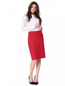 Czerwona spódnica może być odpowiedzią na pytanie jak się ubrać do pracy