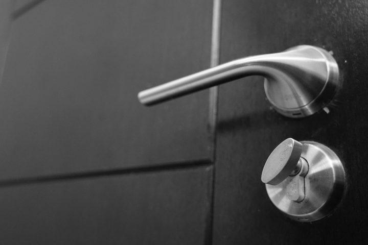 Czy warto inwestować w drzwi przesuwne?