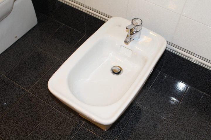 bidety - kompleksowe wyposażenie łazienki