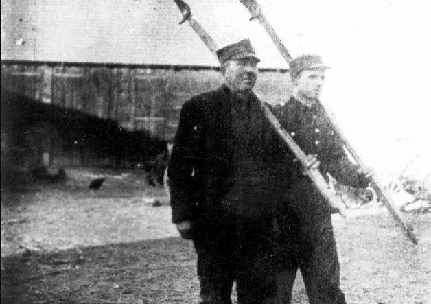 Gdańscy kosynierzy na zdjęciu od portalu historycznego