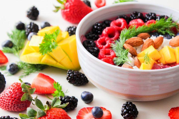 Jak zdrowo się odżywiać? Z mnóstwem owoców sezonowych!