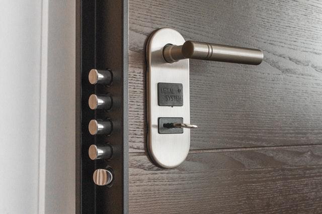 Zamki i wkładki do drzwi- chroń siebie i swoich bliskich