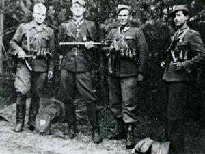 Historia strojów wojskowych w okresie II wojny światowej obejmuje także Żołnierzy Wyklętych