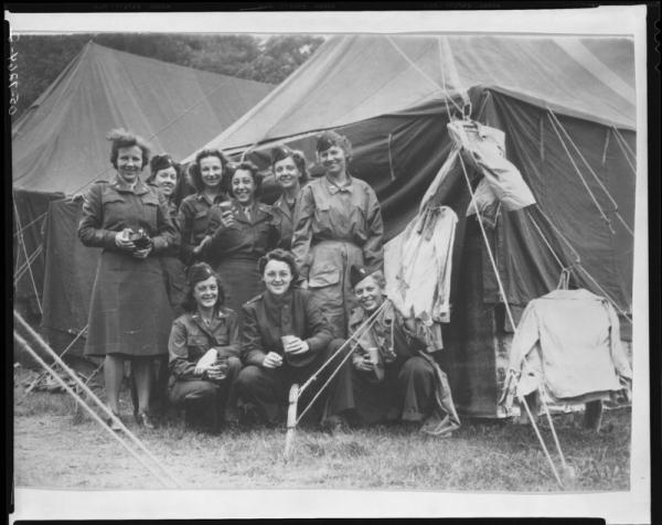 mundury kobiet w okresie II
