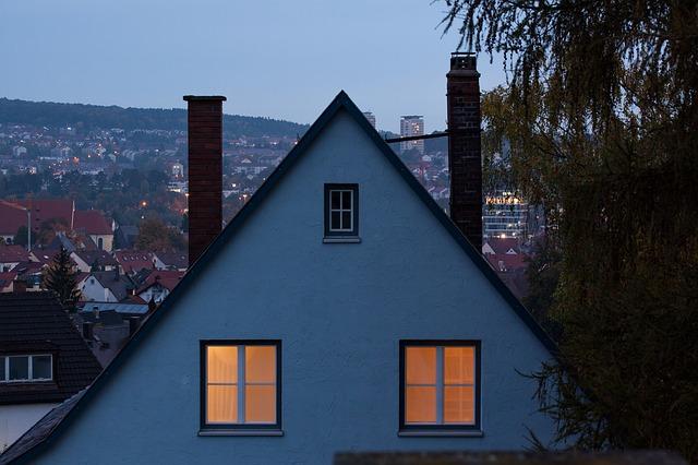 Żarówka LED ściemnialna E14 sprawdzi się w domu