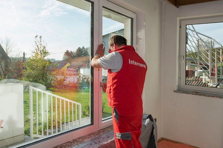 jak montować okna