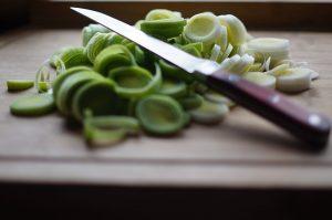 W zestawie noży ceramicznych znajdziemy nóż do krojenia warzyw