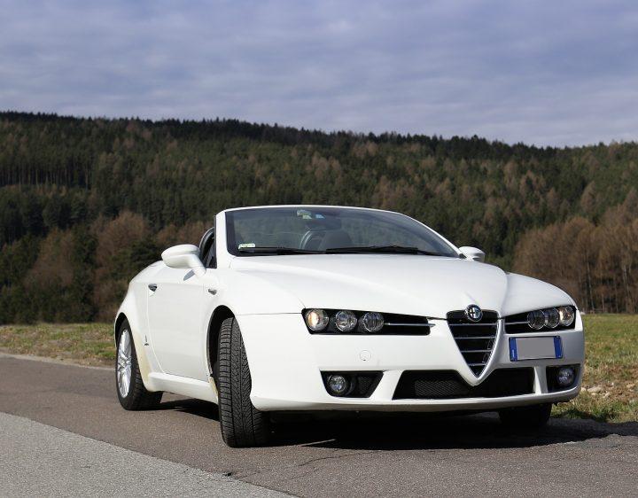 naklejka bezbarwna ochronna lewa Alfa Romeo Brera przyklejona na wóz