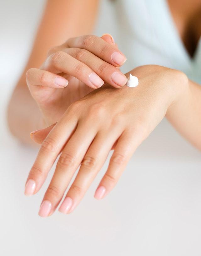 Peeling magic manicure to produkt, dzięki któremu Twoje dłonie będą odżywione i gładkie