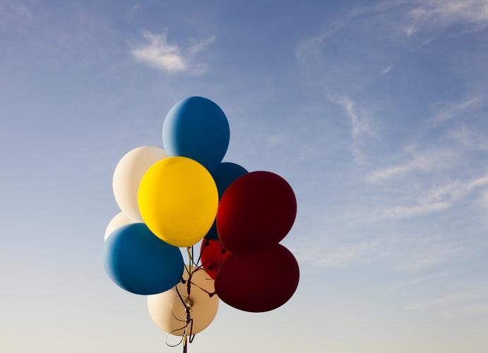 żółte balony na smart deco