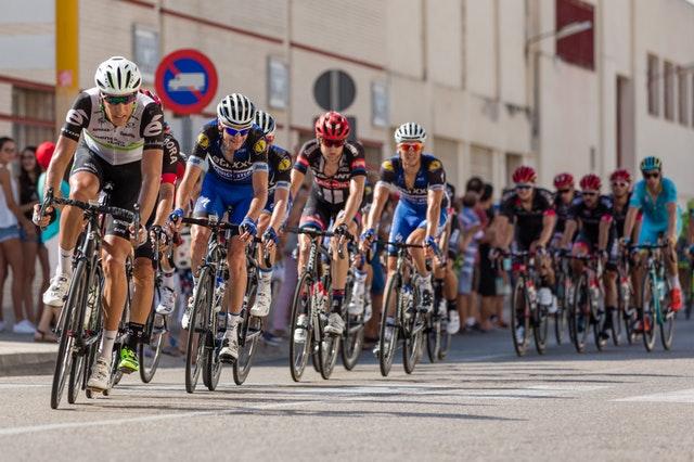 Strój triathlonowy Pearl Izumi Tri Select świetnie sprawdzi się podczas jazdy na rowerze