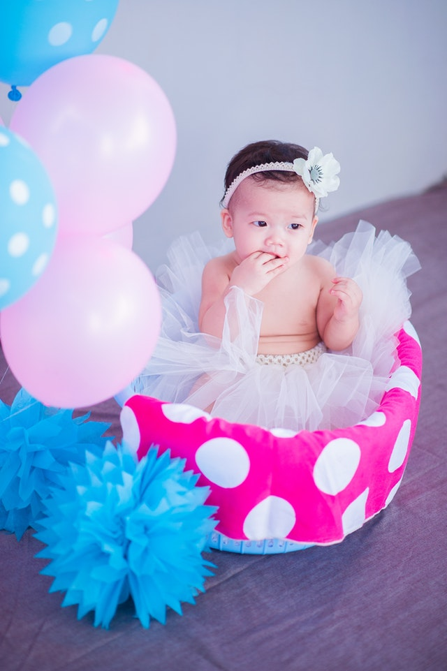 Opaska dla dziewczynki z perełkami to dodatek, który znajdziesz w sklepie Baby-Center