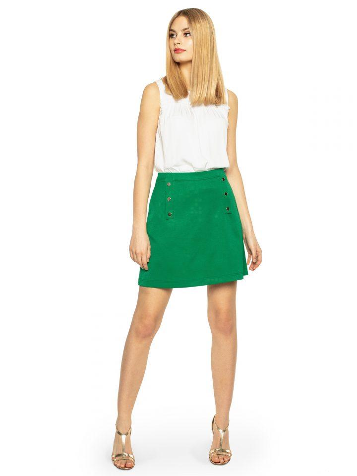 Modna odzież damska to między innymi spódnica w zielonym kolorze