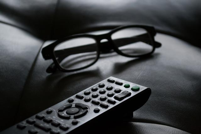 Piloty do telewizora na Ceneo.pl umożliwią wygodne oglądanie telewizji