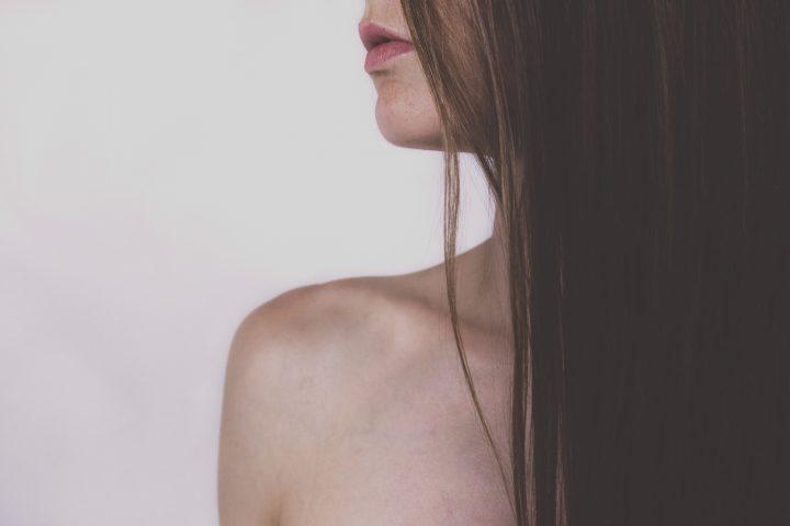 Jeśli dokuczają Ci nieestetyczne blizny, skorzystaj z zabiegu, jakim jest usuwanie blizn. Znajdziesz go w ofercie Kliniki Zakrzewscy