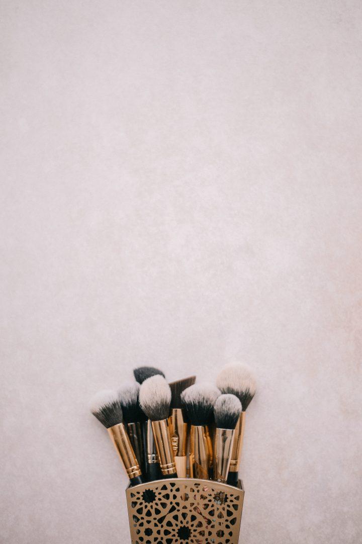 Pędzle do makijażu należy regularnie czyścić, by nie doprowadzić do pogorszenia stanu cery
