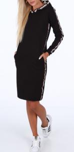 Sukienka sportowa z lampasami czarna idealnie będzie prezentować się ze sportowym obuwiem